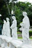 Standbeeld van de godin met wit in het park royalty-vrije stock afbeeldingen