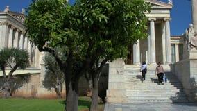 Standbeeld van de Griekse filosoof Socrates stock video