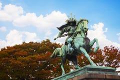 Standbeeld van de grote samoeraien Kusunoki Masashige bij de Tuin van het Oosten buiten het Keizerpaleis van Tokyo, Japan stock afbeelding