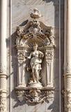Standbeeld van de halve naakte vrouwen in de siervoorgevel van het gebouw Royalty-vrije Stock Afbeeldingen