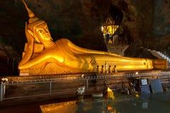 Standbeeld van Doende leunen Boedha, Phang Nga, Phuket-eiland, Thailand Royalty-vrije Stock Foto's