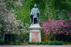Standbeeld van Ecerton Ryerson, bij Ryerson-Universiteit, in Toronto,  Stock Afbeeldingen