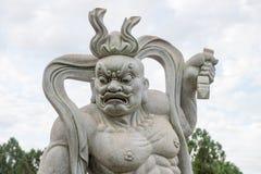 Standbeeld van een Chinese strijder bij de Boeddhistische tempel Stock Afbeeldingen