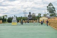 Standbeeld van een Chinese strijder bij de Boeddhistische tempel Royalty-vrije Stock Foto's