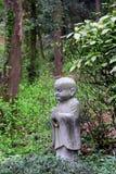 Standbeeld van een kleine monnik Stock Foto
