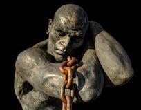 Standbeeld van een slaaf die een boot dragen die een ketting gebruiken stock afbeelding