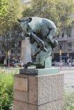 Standbeeld van een stier in Barcelona Stock Afbeelding