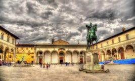 Standbeeld van Ferdinando I DE Medici op het vierkant van Santissima Annunziata stock foto's
