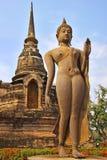 Standbeeld van gaande deity. Royalty-vrije Stock Afbeelding