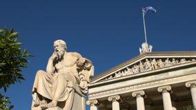 Standbeeld van Griekse filosoof Socrates stock video
