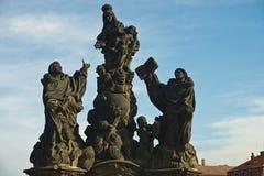 Standbeeld van Heiligen Dominic en Thomas op Charles Bridge Royalty-vrije Stock Foto