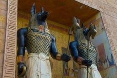 Standbeeld van het het Beeldhouwwerkbeeldje van Anubis van de paar het Egyptische oude kunst Royalty-vrije Stock Afbeelding