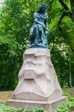 Standbeeld van het karakter van Linda van Estlandse mythologie in Hirvepark, Tallinn, Eston royalty-vrije stock foto's