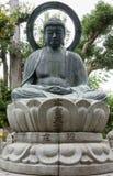 Standbeeld van het mediteren of Amithabha Boedha Stock Foto's