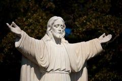 Standbeeld van Jesus met uitgestrekt royalty-vrije stock foto