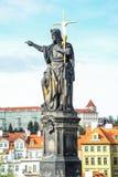 Standbeeld van John Doopsgezind, op de het noordenkant wordt geïnstalleerd van Charles Bridge in Praag, Tsjechische Republiek die Stock Afbeeldingen