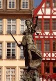 Standbeeld van Justizia in Romer in Frankfurt Stock Foto's