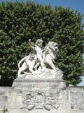 Standbeeld van kind en leeuw royalty-vrije stock afbeelding