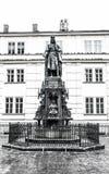 Standbeeld van Koning Charles dichtbij Charles Bridge, Praag, Tsjechische Republiek Royalty-vrije Stock Afbeeldingen