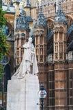 Standbeeld van Koning George V buiten de Huizen van het Parlement, Londen, Engeland Sep-2014 Royalty-vrije Stock Afbeeldingen
