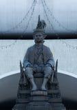Standbeeld van Koning van Thailand in Bangkok, Thailand Stock Foto's