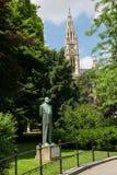 Standbeeld van Korner en Stadhuis van Wenen, Oostenrijk Stock Foto