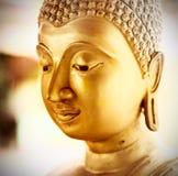 Standbeeld van kunst het gouden uitstekende Boedha Stock Afbeeldingen