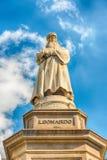 Standbeeld van Leonardo Da Vinci in Milaan, Italië royalty-vrije stock afbeelding