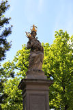 Standbeeld van Maagdelijke de holdingsbaby Jesus van Mary Stock Fotografie