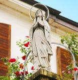 Standbeeld van Maagdelijke Mary Stock Fotografie