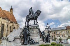 Standbeeld van Matthias Corvinus in Cluj Napoca, Roemenië royalty-vrije stock foto's