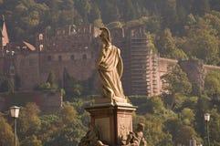 Standbeeld van Minerva op de Oude Brug in Heidelberg Stock Afbeeldingen