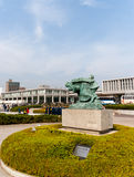 Standbeeld van Moeder en Kind in het Onweer buiten de Vrede Memori Royalty-vrije Stock Afbeeldingen