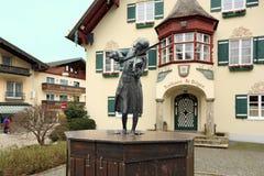 Standbeeld van Mozart in dorp sankt-Gilgen, Oostenrijk Stock Fotografie