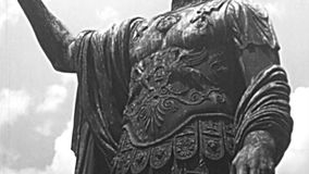 Standbeeld van Nerva Caesar keizer in Rome stock video