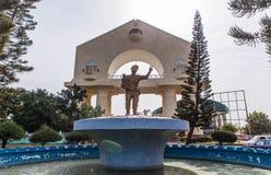 Standbeeld van President Gambia en triomfantelijke boog Stock Foto