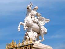 Standbeeld van Renommee en gouden Poort Stock Afbeelding