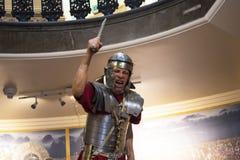 Standbeeld van Roman legionair met zijn Gladius of kort zwaard in Chester England royalty-vrije stock fotografie