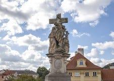 Standbeeld van St Lutgardis op Charles Bridge, Praag, Tsjechische Republiek royalty-vrije stock fotografie