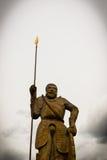 Standbeeld van steen met speer wordt gemaakt die Royalty-vrije Stock Foto's