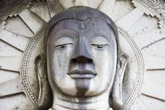 Standbeeld van symbool van Boedha, gemaakt frome tot zand, Thailand stock foto