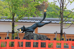 Standbeeld van Vos bij het Heiligdom van Fushimi Inari Stock Afbeelding