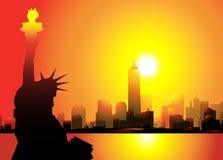 Standbeeld van Vrijheid & de stad van New York bij Ochtend Stock Illustratie