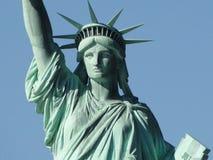 Standbeeld van Vrijheid & de Zonsondergang van de Stad van New York royalty-vrije stock fotografie