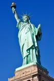 Standbeeld van Vrijheid & de Zonsondergang van de Stad van New York Stock Afbeeldingen