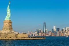 Standbeeld van Vrijheid en de Stad van New York Stock Afbeeldingen