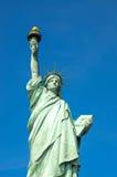 Standbeeld van Vrijheid en de vlag van Verenigde Staten in de Stad van New York stock foto