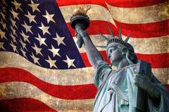 Standbeeld van Vrijheid met de vlag van de V.S. royalty-vrije stock afbeelding