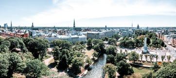 Standbeeld van vrijheid Milda in het centrum van Riga tijdens internationale Lattelecom-marathon stock foto