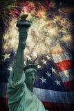 Standbeeld van Vrijheid & Vuurwerk royalty-vrije stock fotografie
